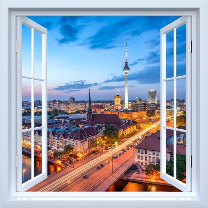 Fototapeta winylowa Okno białe otwarte - Widok na Berlin - Widok przez okno