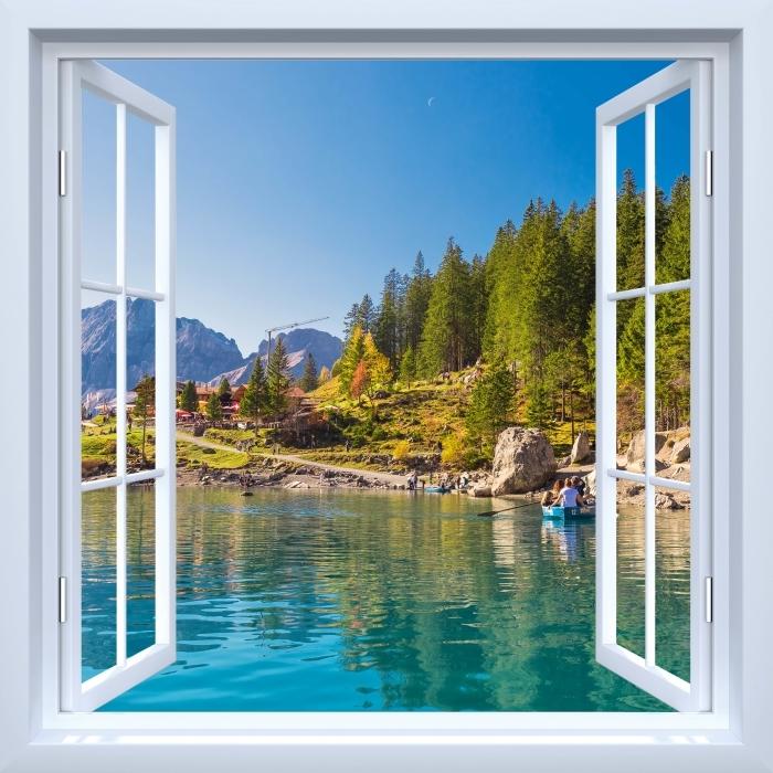 Fototapeta winylowa Okno białe otwarte - Błękitne jezioro. Szwajcaria. - Widok przez okno
