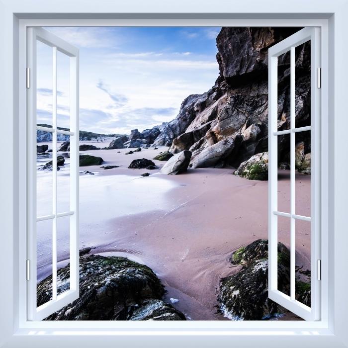 Fototapeta winylowa Okno białe otwarte - Wybrzeże we Francji. - Widok przez okno