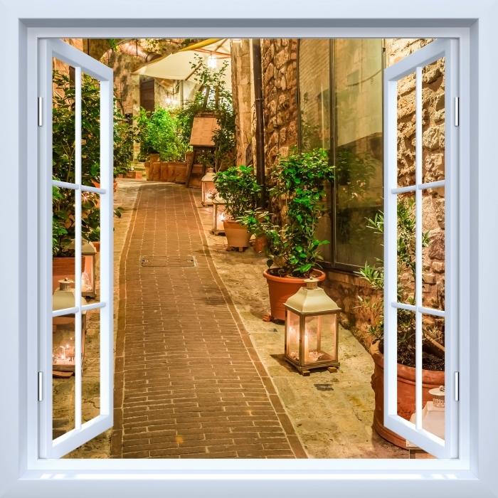 Papier peint vinyle Fenêtre ouverte blanche - rue en Italie - La vue à travers la fenêtre
