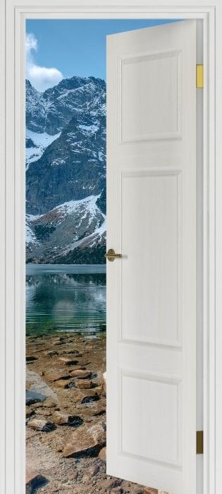 Fototapeta zmywalna Białe drzwi - Morskie Oko. Tatry. Polska. - Widok przez drzwi