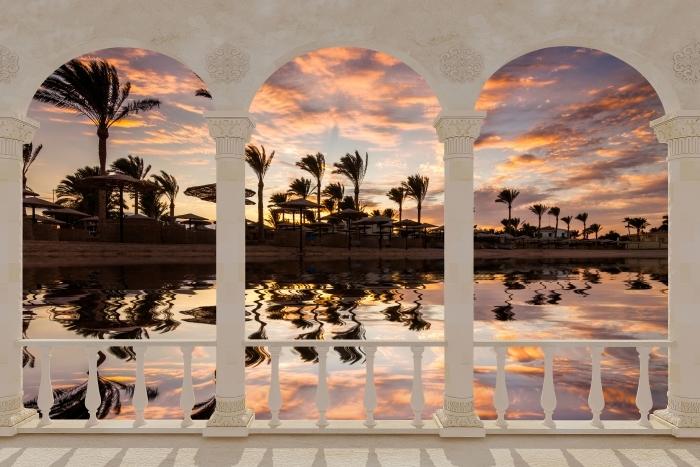 Vinyl-Fototapete Terrasse - Sonnenuntergang auf dem Sandstrand und Palmen. Ägypten. -