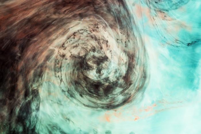 Naklejka Pixerstick Ciemna akwarela w wodzie z małymi kawałkami farby - Natural Hues