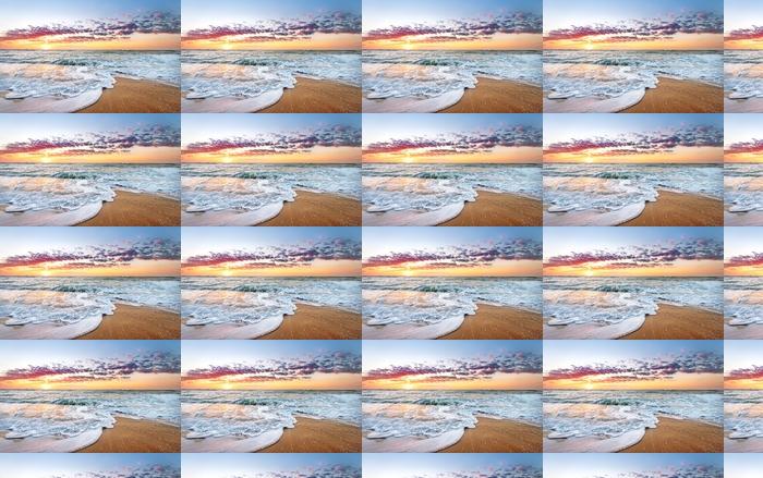 Papier peint vinyle sur mesure Colorful sunrise ocean plage avec des rayons du ciel et du soleil bleu profond. - Plage et les tropiques