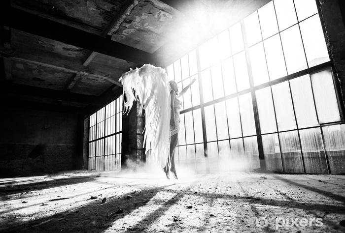 Fototapeta winylowa Zdjęcie z osobą i anielskimi skrzydłami - Uczucia i emocje