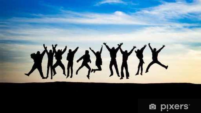 Fototapeta winylowa Grupa młodych ludzi skacze na szczycie góry - Ludzie