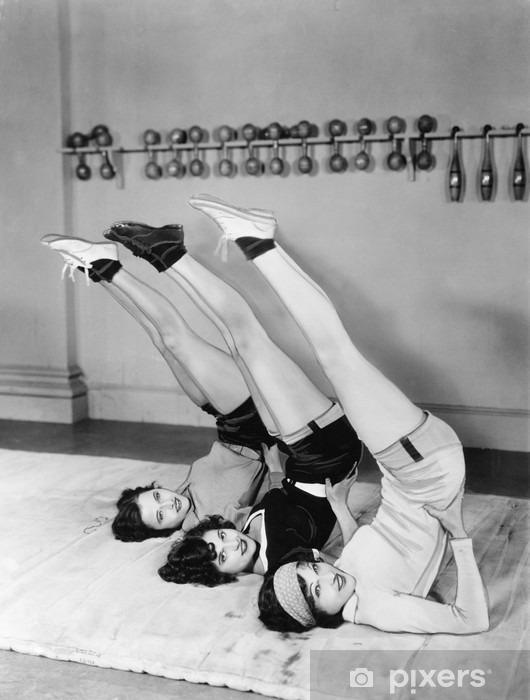 Naklejka Pixerstick Trzy kobiety pełniące - Do siłowni i fitness klubu