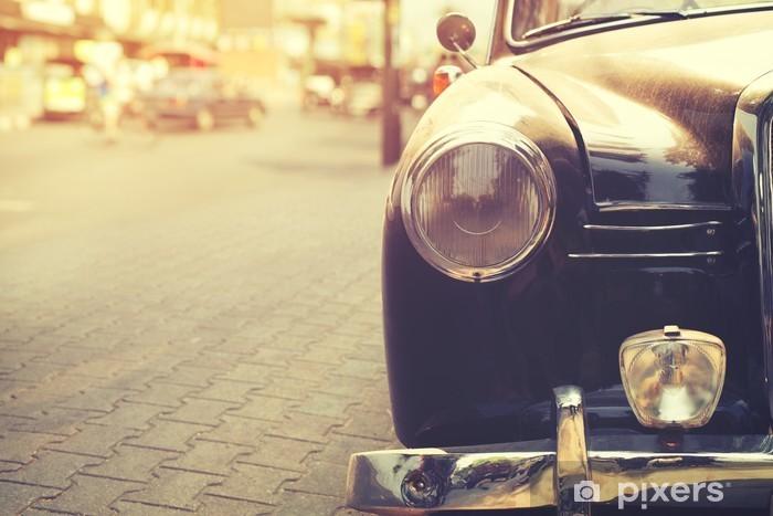 Carta da Parati in Vinile Particolare della classica auto lampada del faro parcheggiata nelle aree urbane - filtro stile vintage effetto - Trasporti