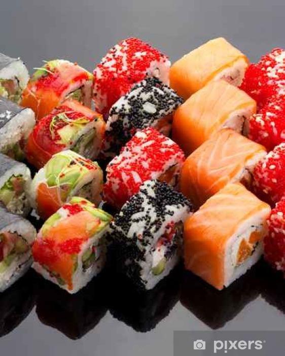 Papier peint vinyle Cuisine japonaise. Sushi set sur fond noir. - Nourriture