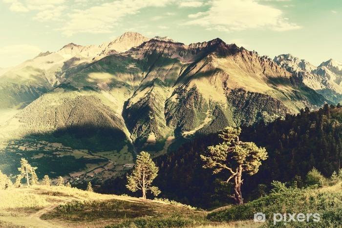 Fototapeta winylowa Archiwalne krajobraz z drzew i gór - Krajobrazy