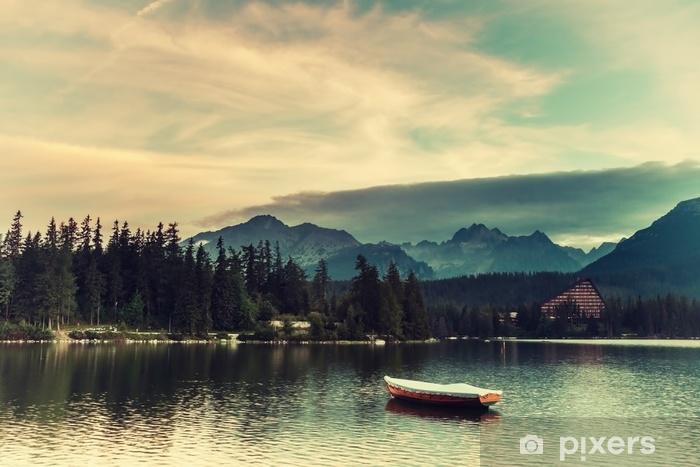 Zelfklevend Fotobehang Vintage landschap met boten op een meer - Landschappen