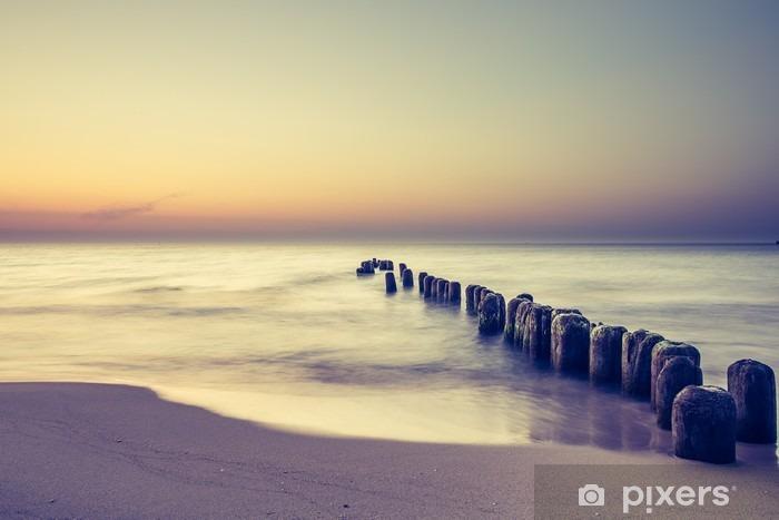 Fototapeta winylowa Piękny kolorowy wschód słońca nad Bałtykiem - Krajobrazy