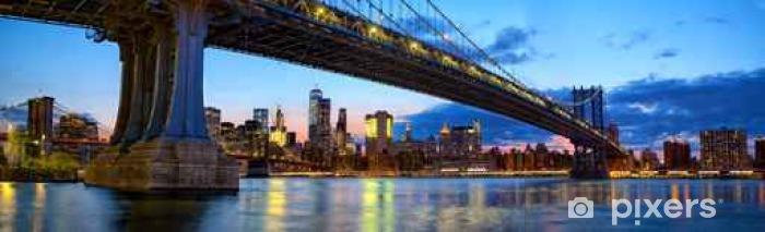 Fototapeta winylowa Manhattan Bridge i skyline panoramy z Brooklyn Bridge na zmierzchu, New York - Podróże