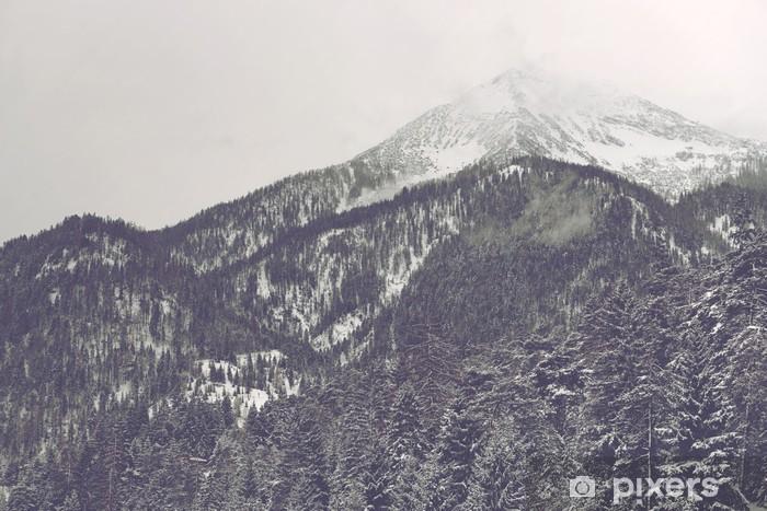 Pixerstick Sticker Wolken bewegen over verre bergtop - Landschappen