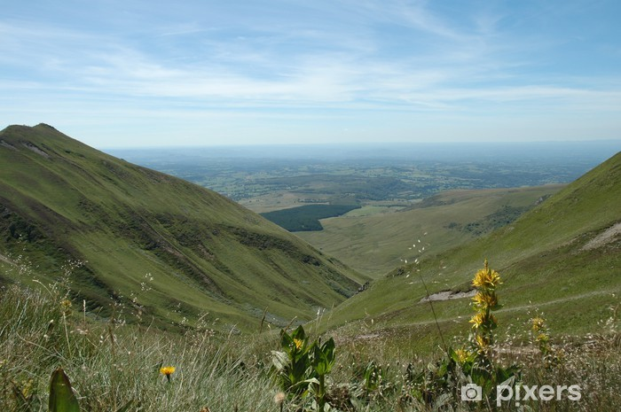 Fototapeta winylowa Owernia - turystyka - Góry