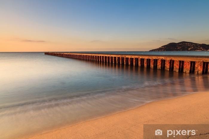 Vinilo Pixerstick Plage du Sud de la France au lever du soleil: Cannes - Alpes-Maritimes__ - Paisajes