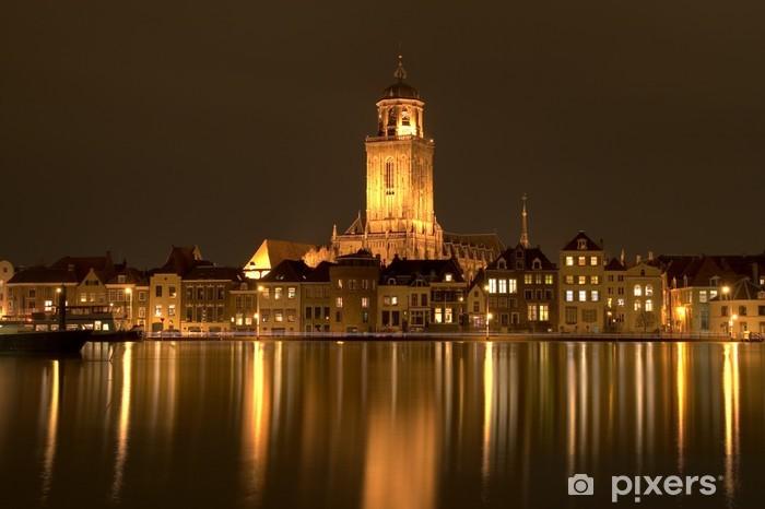 Vinyl Fotobehang Downtown Deventer rivierfront 's nachts - Stedelijk