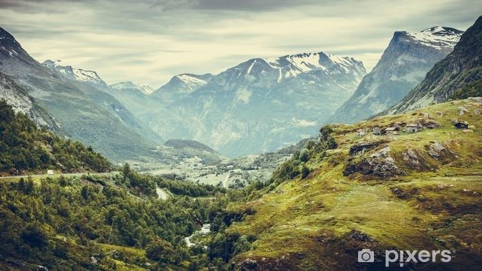 Fototapeta winylowa Krajobraz gór w Norwegii. - Krajobrazy