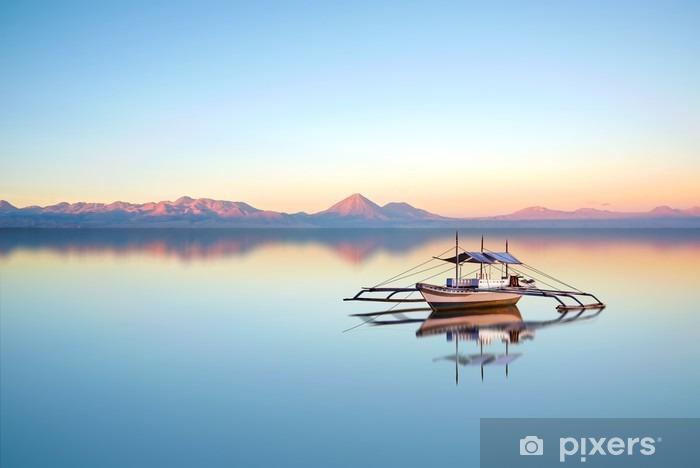 Papier peint vinyle Bateau de pêche sur l'océan Philippine sur une belle journée de soleil. - Paysages