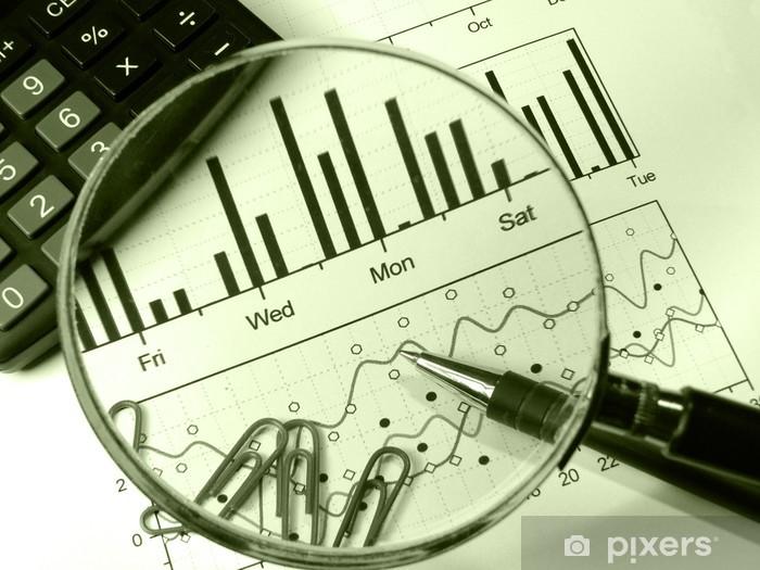 Fototapeta winylowa Kalkulator i lupy (w zielonych) - Finanse