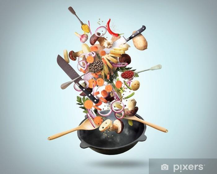 Pixerstick Sticker Grote ijzeren koekenpan met dalende groenten en paddestoelen - Eten