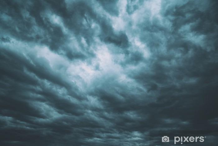 Mørk turkis blå farlig stormagtig overskyet himmel baggrund. Vinyl fototapet - Landskaber