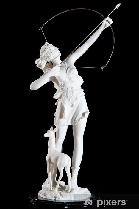 Vinyl Fotobehang Klassieke witte marmeren beeldje van Artemis geïsoleerd op zwart - Openbare Gebouwen