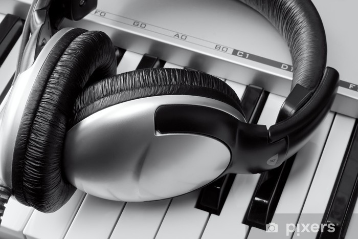 Fototapeta winylowa Słuchawki na klawiaturze syntezatora - Rozrywka