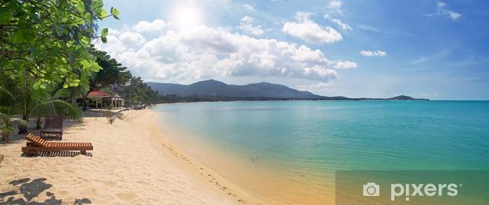 Pixerstick Aufkleber Tropischen Strand mit Chaiselongue und Meer - Himmel