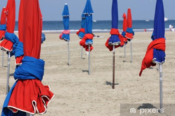 Sticker Pixerstick Plage avec parasols colorés à Deauville, France - Vacances