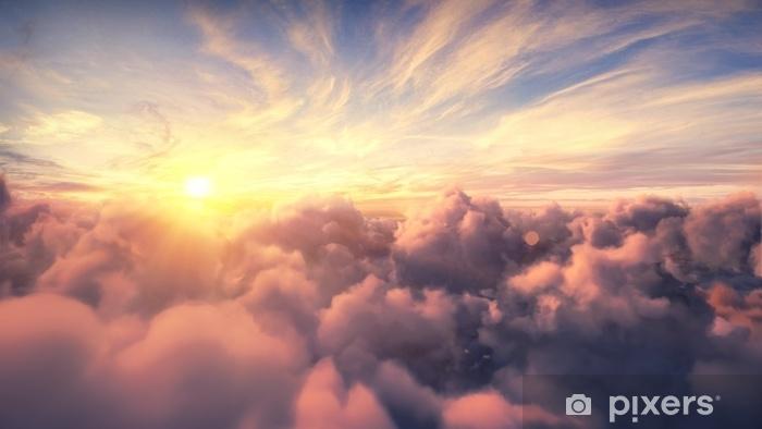 Naklejka Pixerstick Latające nad wieczorem timelapse chmury z późnym słońcem. lot przez poruszające cloudscape z pięknymi promieniami słońca. podróżując samolotem. idealny do kina, tła - Krajobrazy