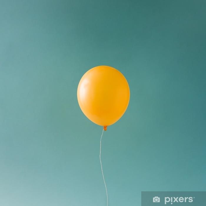 Naklejka Pixerstick Żółty balloonon niebieskie niebo. minimalna koncepcja. - Zasoby graficzne