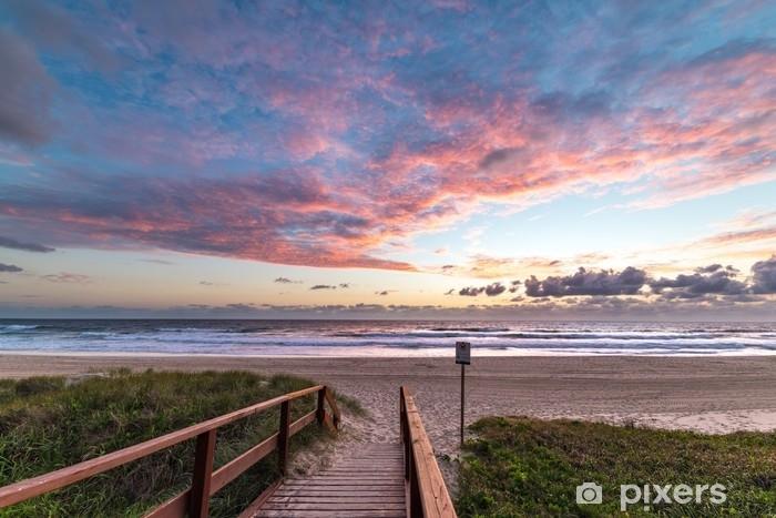 Fototapeta zmywalna Niezapomniany nadmorski pejzaż ze wschodzącym słońcem - Krajobrazy