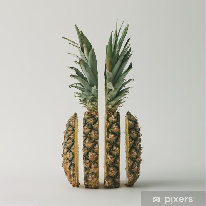 Sticker Pixerstick Tranches d'ananas sur fond clair. concept de fruit minimal. - Nourriture