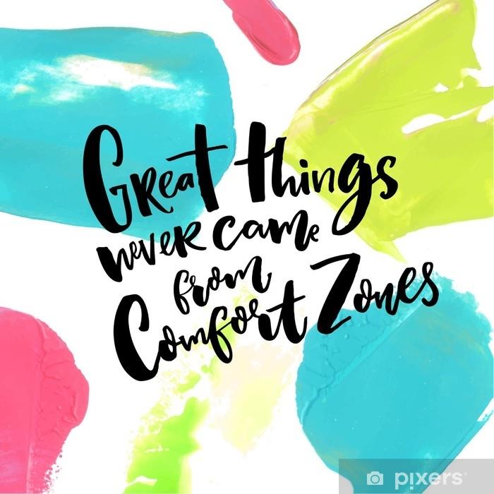 Fototapeta winylowa Wielkie rzeczy nigdy nie pochodzą ze stref komfortu. motywacja cytat o życiu i wyzwaniach na artystycznym tle z niebieskimi, różowymi i zielonymi pociągnięciami farby - Zasoby graficzne
