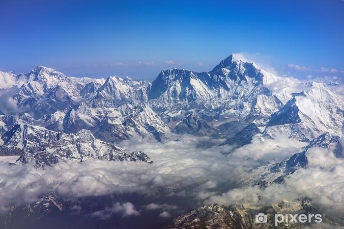 Adesivo Montagne himalaya everest e lhotse, con bandiere e nuvole ...