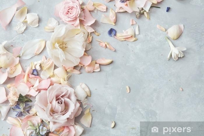 Fototapeta winylowa Skład kwiatów na szarym tle - Rośliny i kwiaty