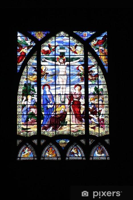 Fototapeta winylowa Okno gotyckie witraże przedstawiające ukrzyżowanie Chrystusa - Budynki użyteczności publicznej