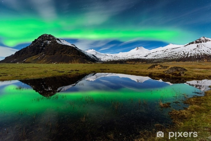 Afwasbaar Fotobehang Spectaculair noorderlicht in IJsland - Milieu