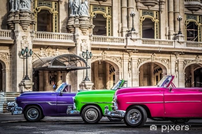 Fototapet av Vinyl Hdr - nebeneinander aufgereihte amerikanische farbenfrohe cabriolet oldtimer vor dem gran teatro i havanna kuba - serie kuba reportage - Transport