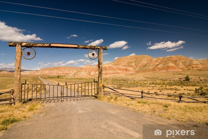 Sticker Pixerstick Une barrière et un garde dans le désert, ouest sauvage - Amérique
