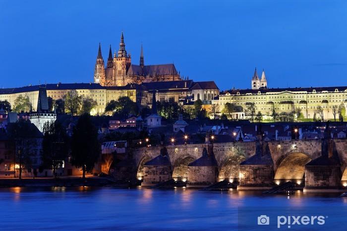 Sticker Pixerstick Prag, Karlsbrücke und Prager Burg Hradschin bei Nacht - Villes européennes