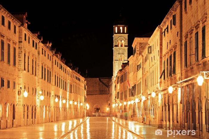 Fototapeta winylowa Główna ulica w Dubrowniku spaceru w nocy, Chorwacja - Europa
