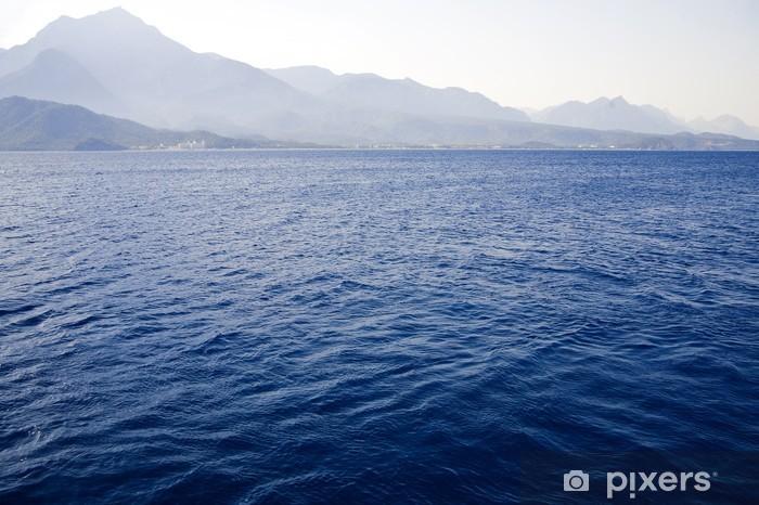 Vinylová fototapeta Modré vlny Středozemního moře na pozadí hor - Vinylová fototapeta