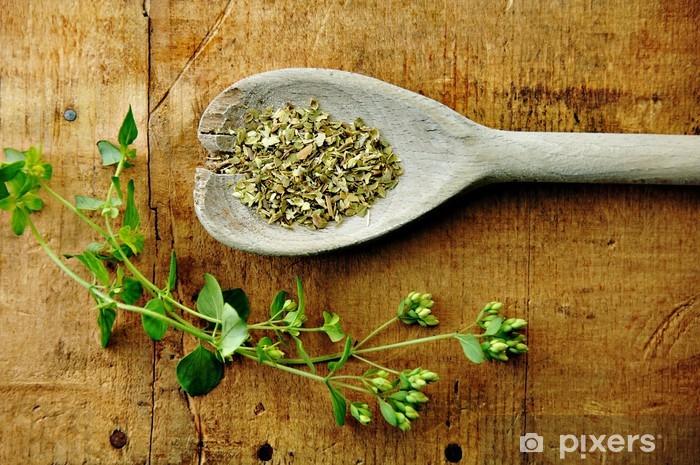 Papier peint vinyle Origan séché avec Brin sur une table en bois - Epices, herbes et condiments