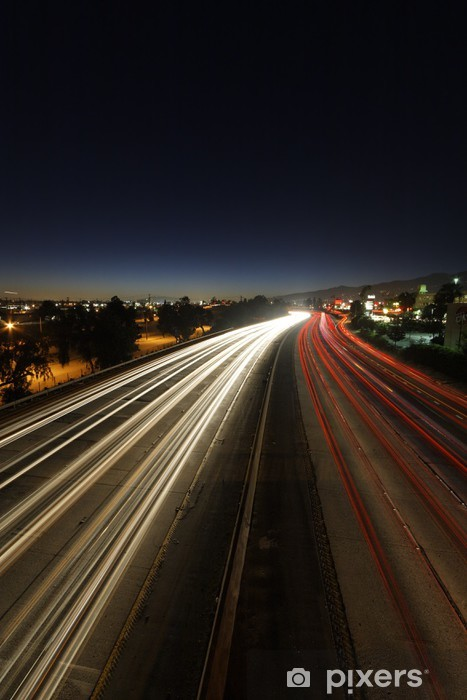 Fototapeta winylowa Upływ czasu ruchu o zmierzchu na autostradzie w Los Angeles 5 - Tematy