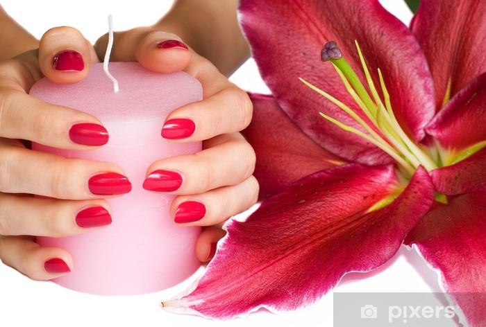 Fototapeta winylowa Ręce z różowy manicure, świeca i lilii - Uroda i pielęgnacja ciała