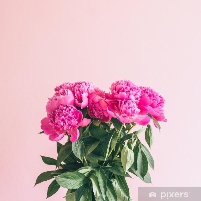 Pixerstick Sticker Een boeket van mooie pioenrozen op een roze achtergrond. - Bloemen en Planten
