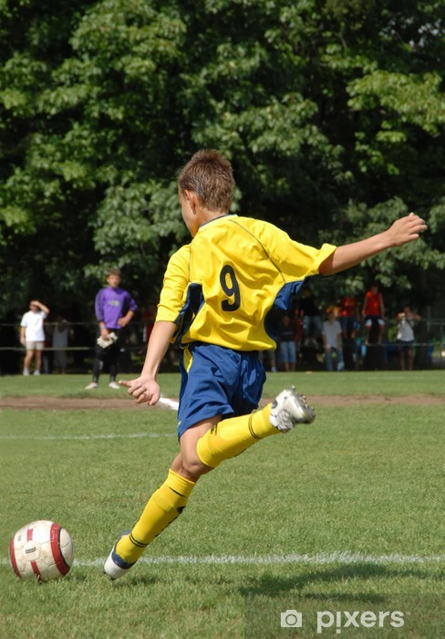 Fototapeta winylowa Boy playing soccer - Sporty drużynowe