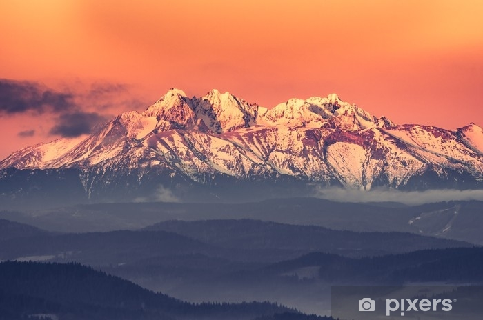 Fototapeta samoprzylepna Poranna panorama ośnieżonych Tatr - Krajobrazy